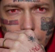 Cam4 Paga per aiutare Hostgator Dotcom a cancellare i tatuaggi dal viso
