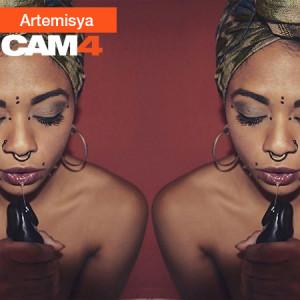ebony_in_webcam
