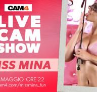 La pornostar Miss Mina dopo un dildo show farà sesso in webcam con 2 uomini!