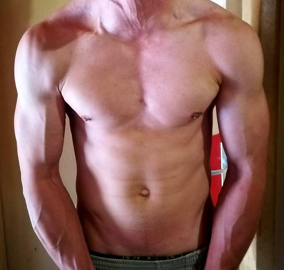 ragazzo etero  cam4 muscoli